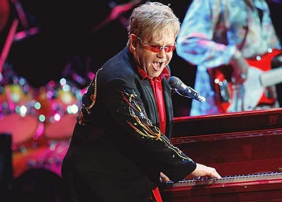 Элтон Джон выступил со своим концертом в Москве