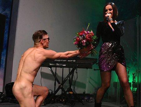 Ольга Бузова и голый поклонник - скандальное видео появилось в сети